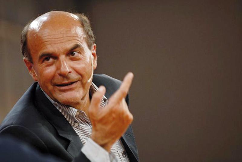 Auguri di morte o di guarigione: Bersani migliora, ma il suo malore divide il web (FOTO)