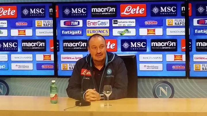 """Verona-Napoli, Benitez: """"Hellas squadra equilibrata. Conosco la rivalità, sarà soltanto uno stimolo maggiore"""" (video)"""