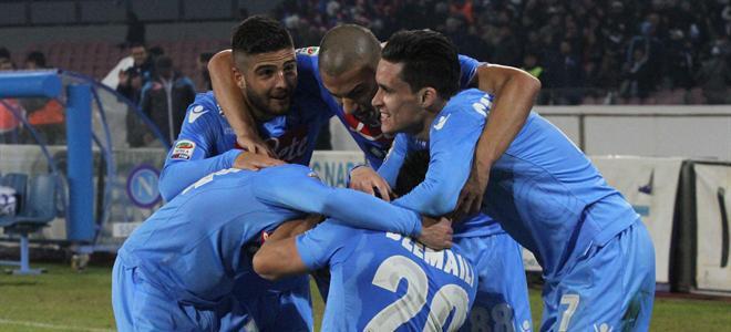 Il Napoli travolge il Verona 3-0