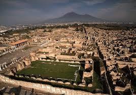 """Crolli a Pompei, il commissario Ue Hahn: """"L'Italia si occupi di Pompei"""""""