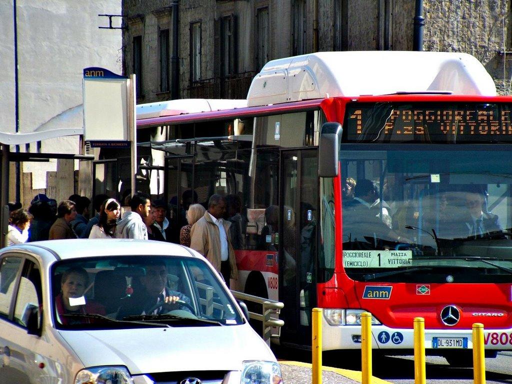 Napoli: mezzi pubblici presi di mira