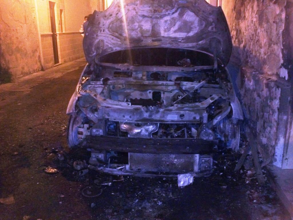 Sale a 6 il numero di auto bruciate e corpi carbonizzati al loro interno