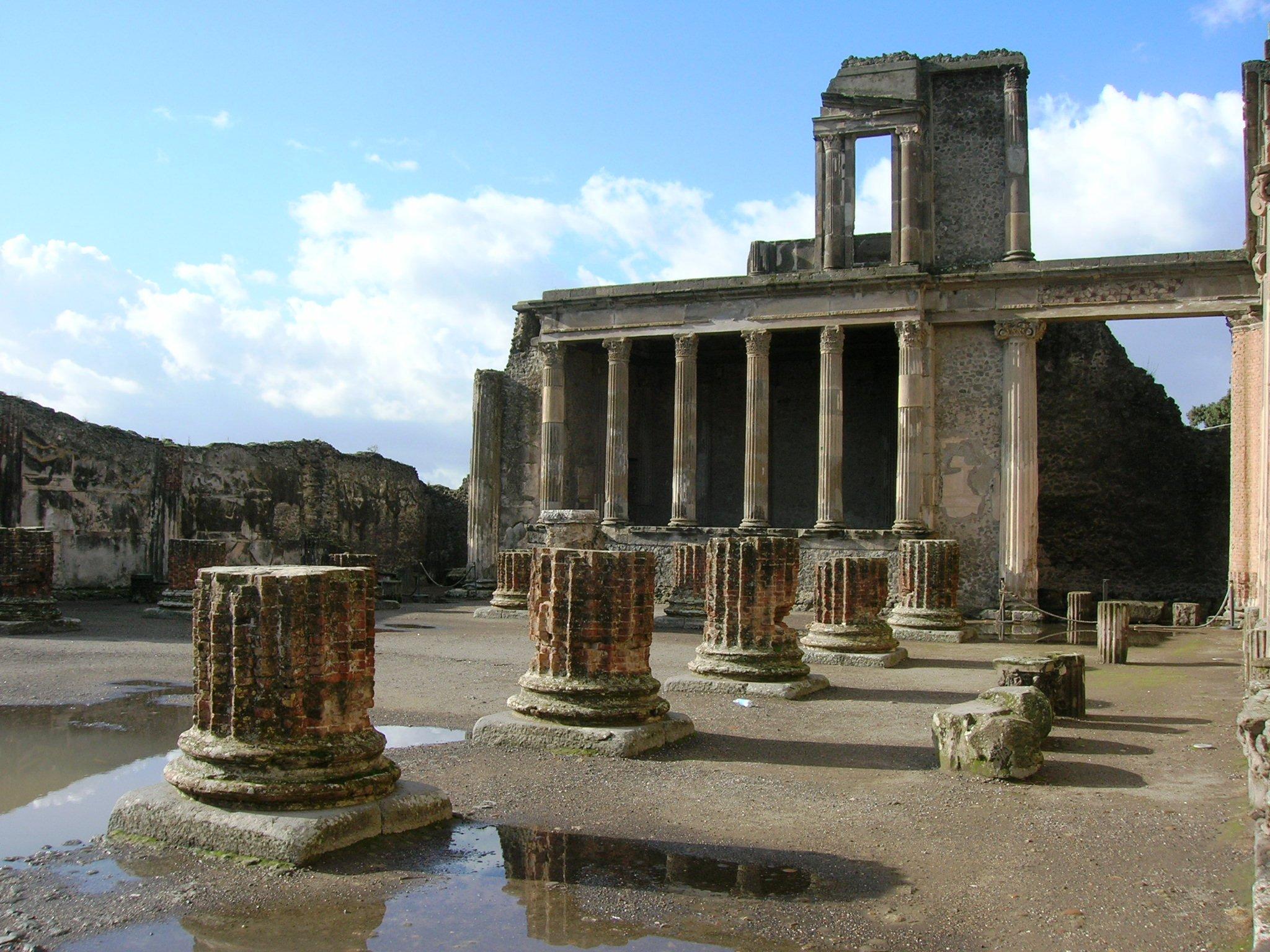 """Nuovo crollo a Pompei. """"Uno schiaffo alla storia e all'arte"""". Oggi via al censimento"""