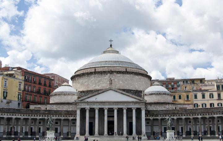 Piazza Plebiscito e i porticati vuoti: entro giugno affidati i locali
