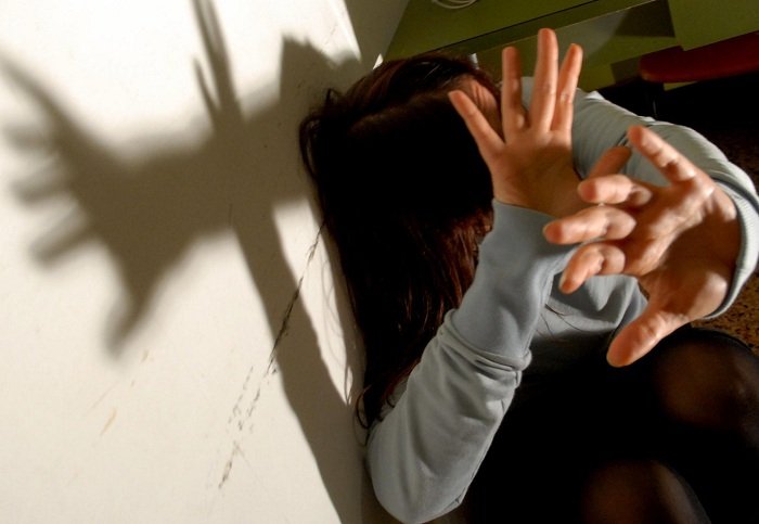 19enne accoltella la madre a causa della separazione dei genitori