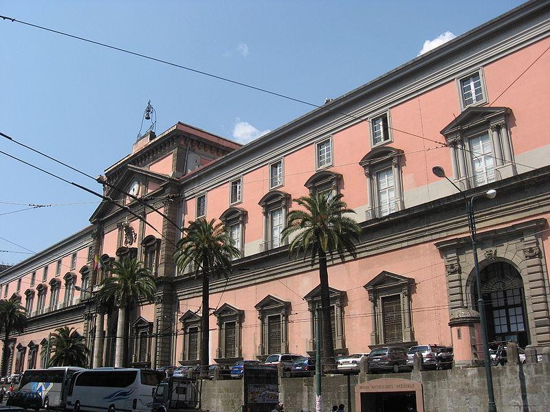 Museo archeologico di Napoli: transennata la strada che lo costeggia