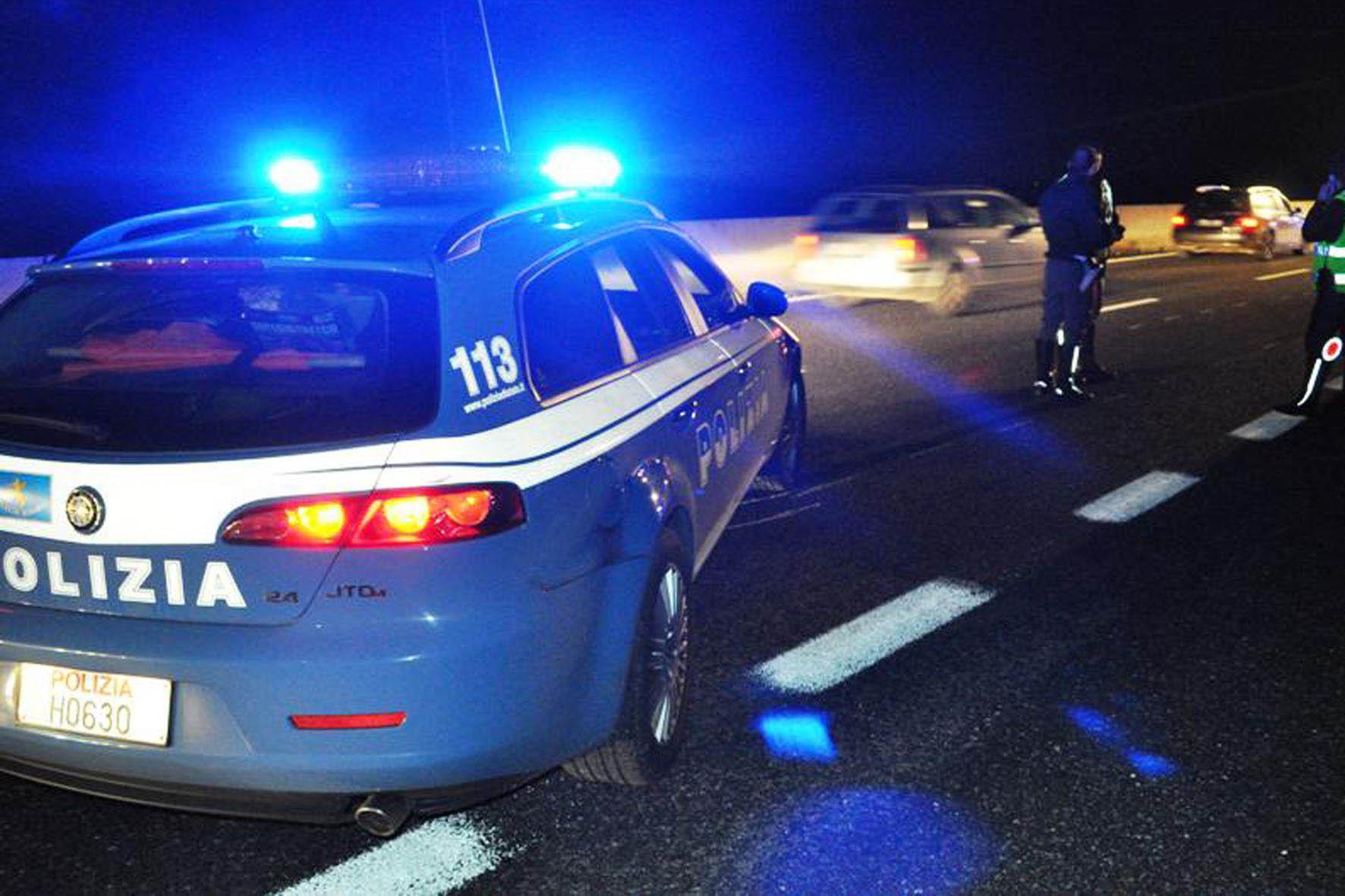 Donna ferita alla nuca con colpo di pistola: polizia indaga