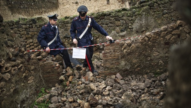 crollo-pompei-carabinieri