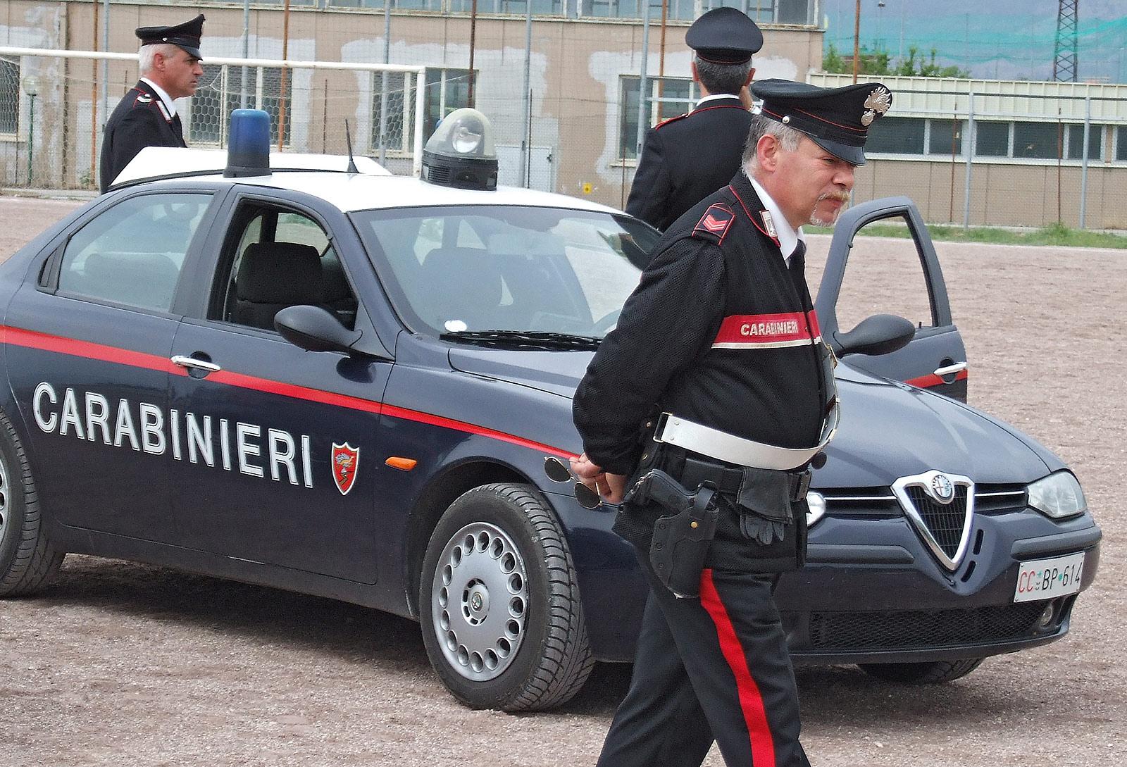 Incidente mortale a Napoli: moto urta un'auto, deceduto 18enne