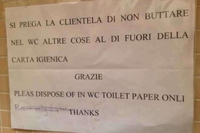 Napoli, la traduzione in inglese di un bar non è proprio delle migliori...