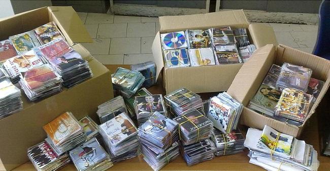 Produceva cd pirata in casa: denunciato un 23enne di via Don Bosco