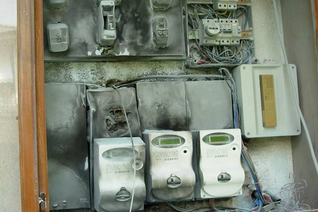 Trovati 60 allacci elettrici abusivi a Barra