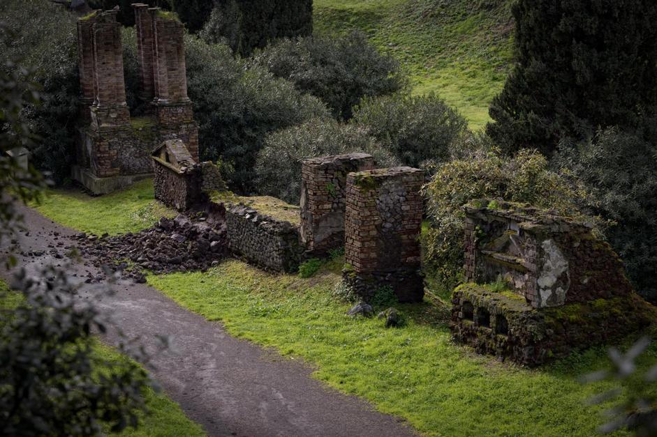 Si sgretola sotto la pioggia: nuovo crollo nell'area archeologica di Pompei