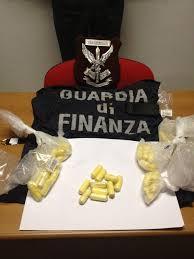 Ingoia 48 ovuli di cocaina e li espelle: arrestato a Capodichino