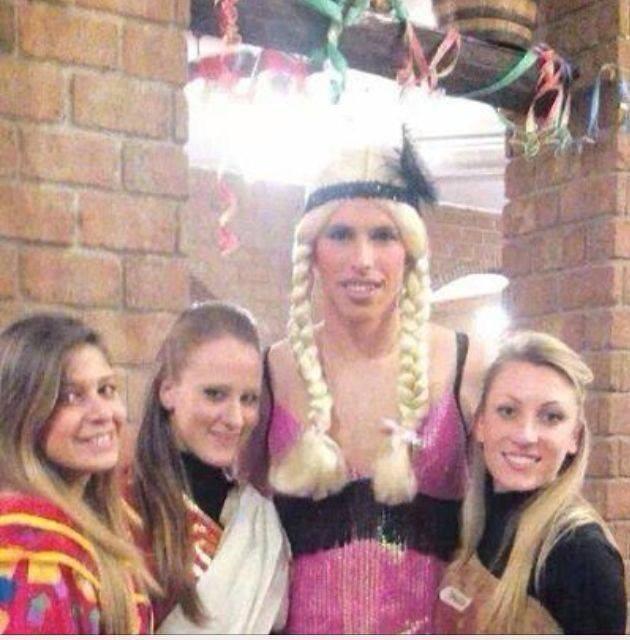 Carnevale pazzo per Hamsik, a una festa con trecce bionde e vestito viola (FOTO)