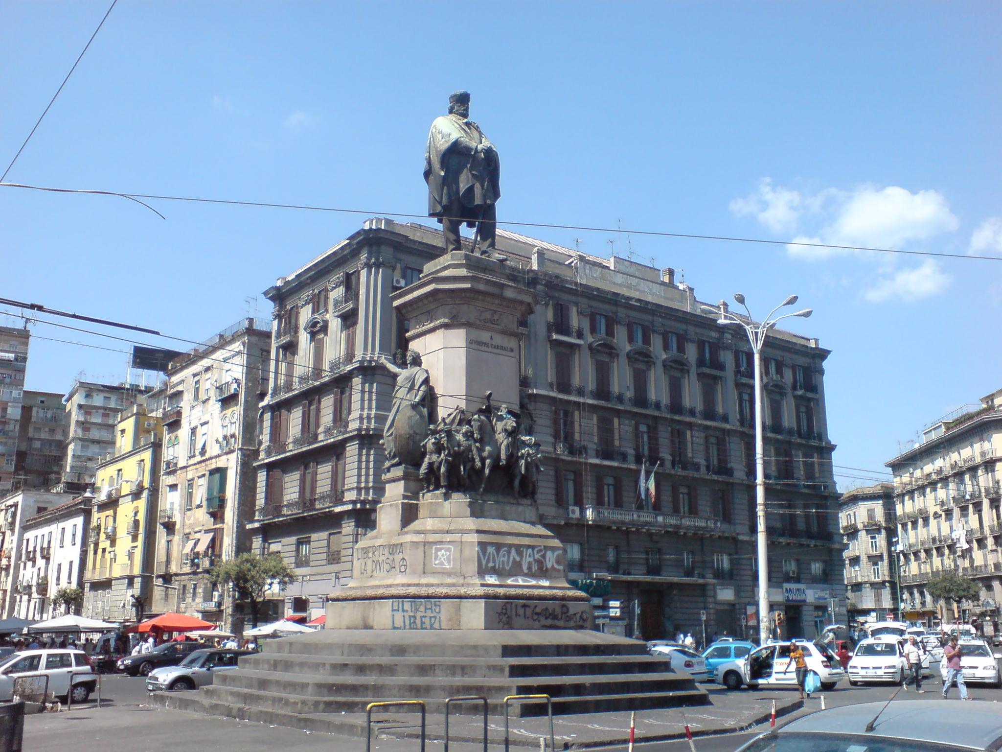 """Garibaldi e Cavour? Hanno """"leso l'immagine di Napoli"""", niente più strade con il loro nome"""