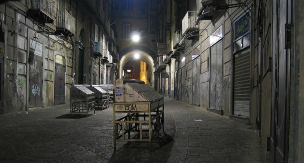 Troppe attività storiche a Napoli chiudono: colpa della crisi