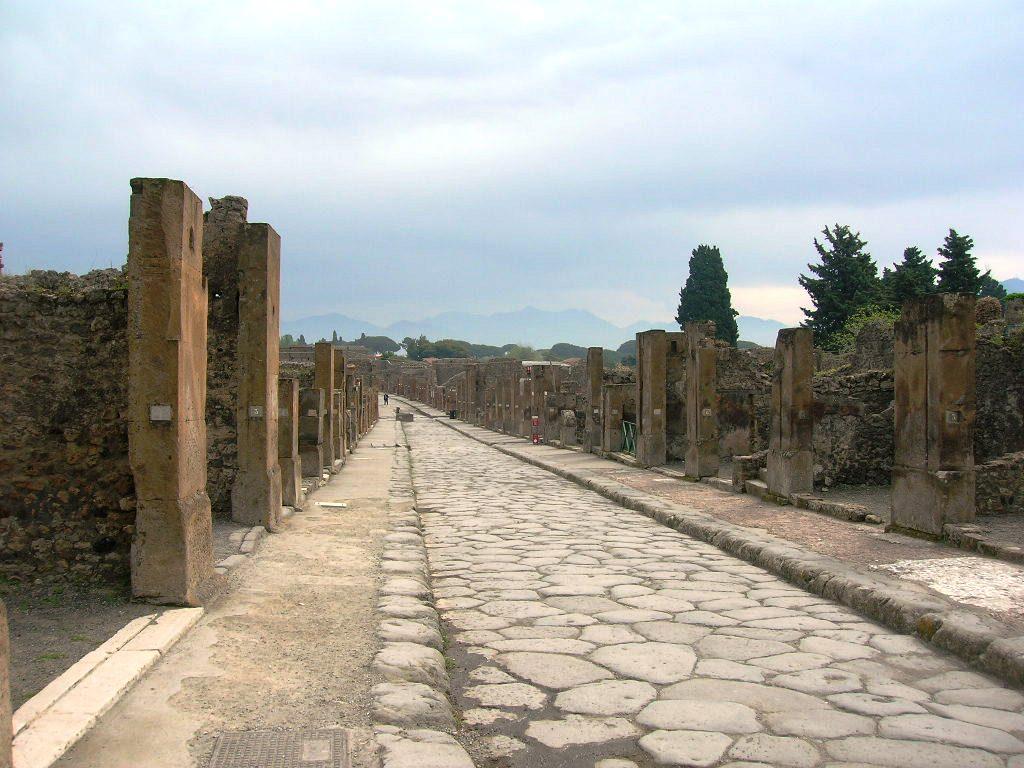 Scavi di Pompei: ora sono una scorciatoia per la stazione