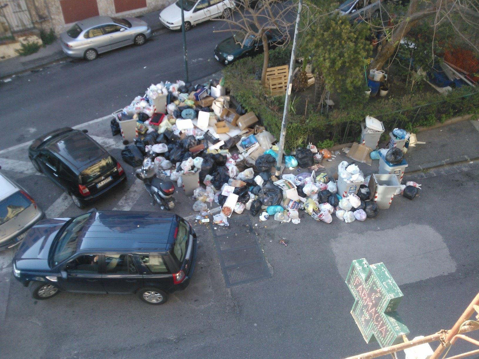 X Municipalità di Napoli: sommersa di nuovo dalla spazzatura