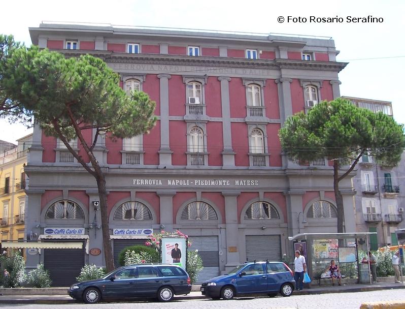 Piazza Carlo III: sparite anche le campane per la differenziata. La denuncia del consigliere Donzelli