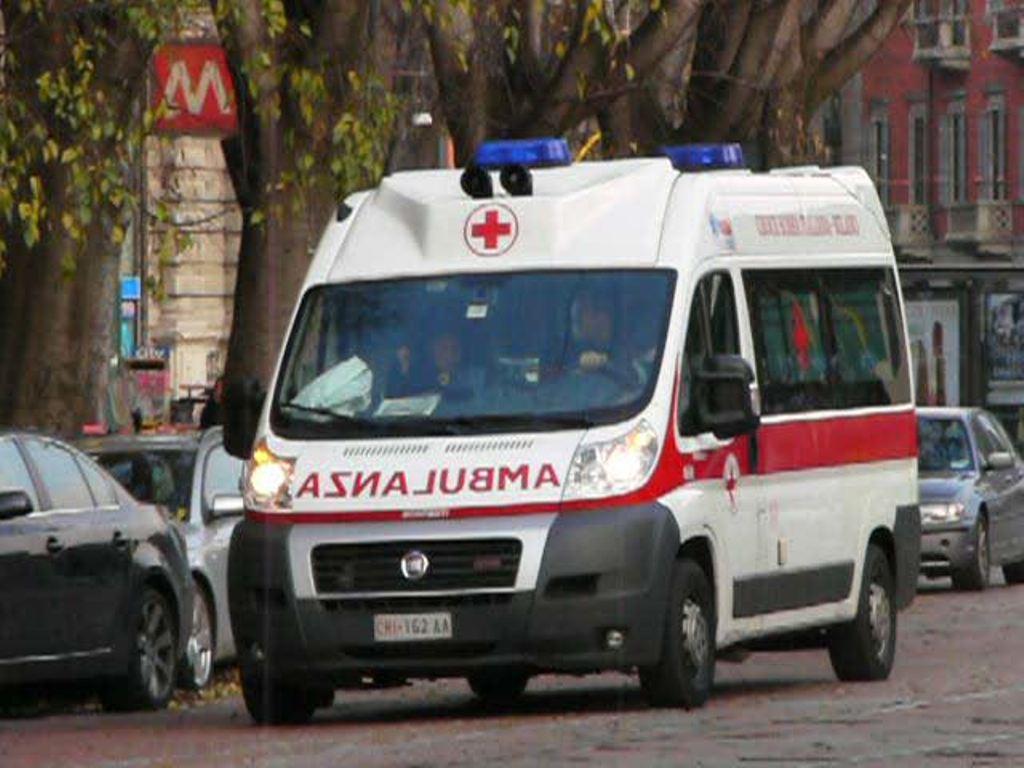 Vomero: una coltellata alla gola, 40enne trasportata d'urgenza in ospedale