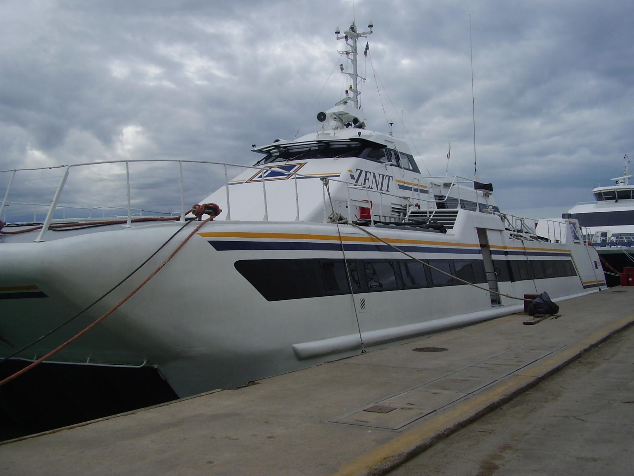 Paura al Molo Beverello: collisione tra due aliscafi