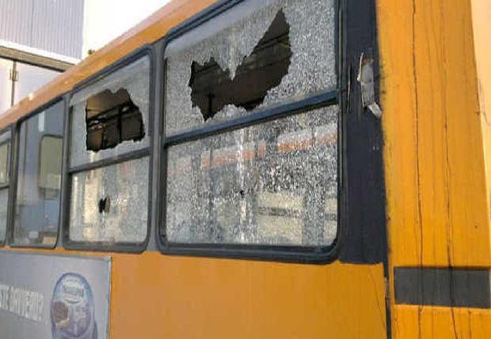 Lancio di pietre agli autobus, possibile modifica delle tratte dei pullman colpiti