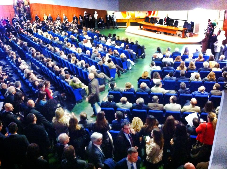 Gli avvocati napoletani in assemblea. Considerazioni e decisioni