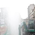 Scoppia una conduttura a piazza Garibaldi, geyser d'acqua alto 8 metri e stazione Circum allagata