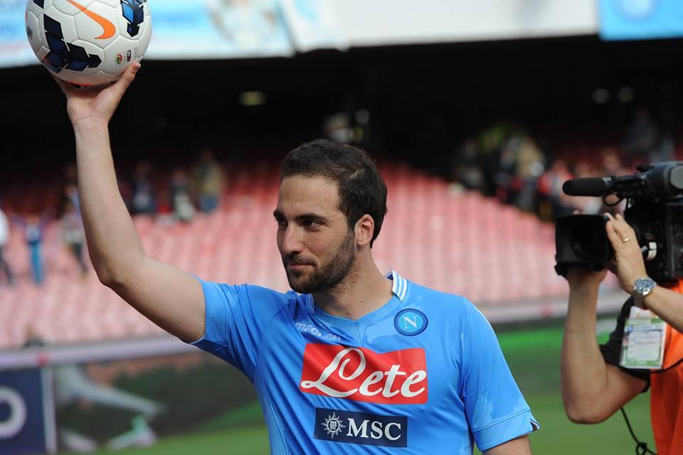 Napoli show al San Paolo. Un super Higuain stende la Lazio