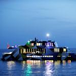 Un'opera d'arte galleggiante: il Guilty approda a Napoli (FOTO)