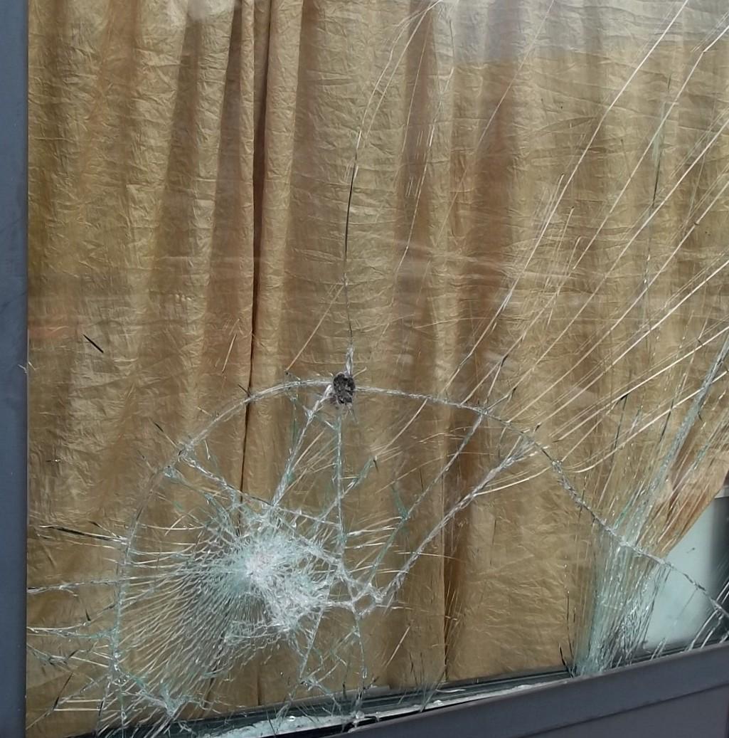 28enne arrestato al Corso Garibaldi: tentava di sfondare una vetrina