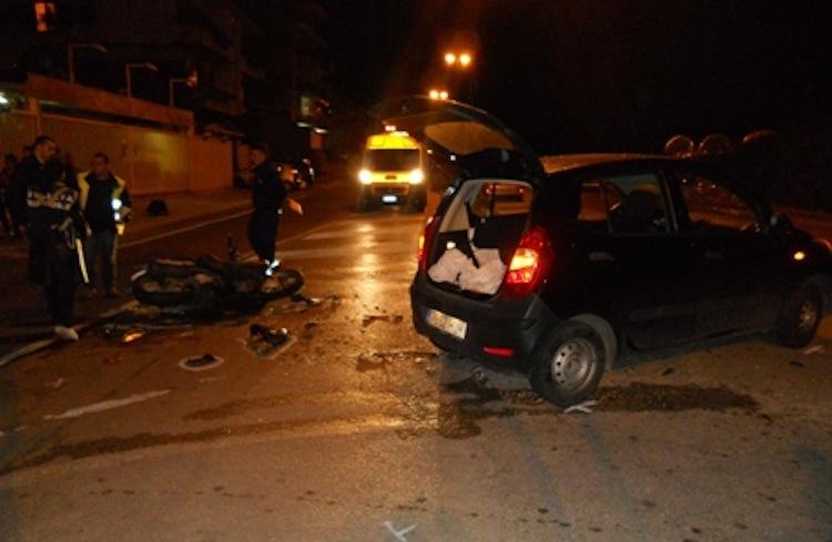 Maxi scontro a Barra, 18enne motociclista in fin di vita