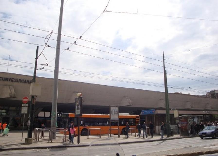 Aggressione in Corso Garibaldi: accoltellato per uno smartphone
