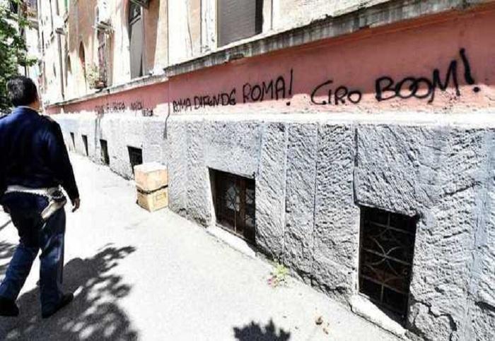 Scritte contro il tifoso azzurro Ciro Esposito, la Curva Sud difende De Santis