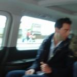ESCLUSIVA: Mika avvistato in auto mentre lascia l'Hotel Vesuvio dopo l'esibizione partenopea (FT)