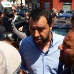 Segretario della Lega Nord Salvini scacciato dai Neo-borbonici durante un comizio