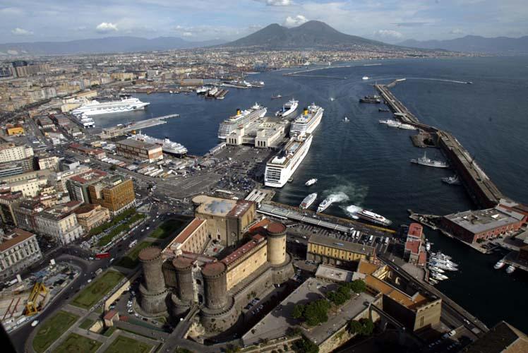 Porto di Napoli: Caldoro nega le accuse di Karrer e rilancia