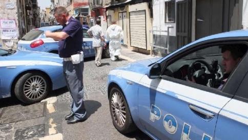 Poliziotto in borghese rapinato: arrestato 17enne a Napoli