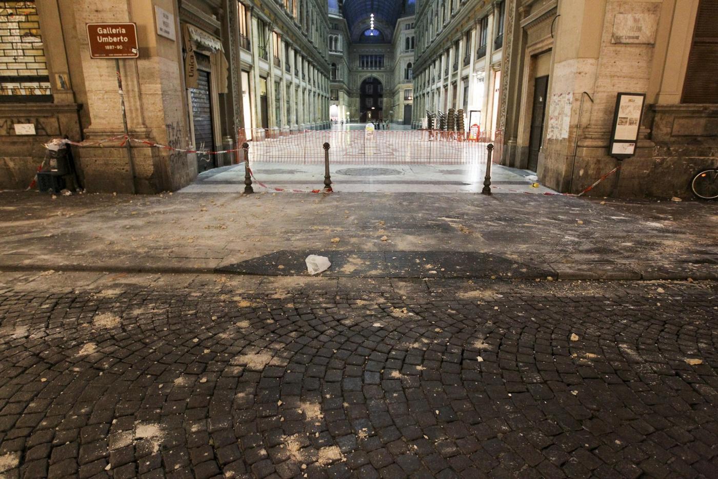Ancora pioggia di calcinacci al centro storico: due donne ferite ai Quartieri Spagnoli. Torna la psicosi crollo