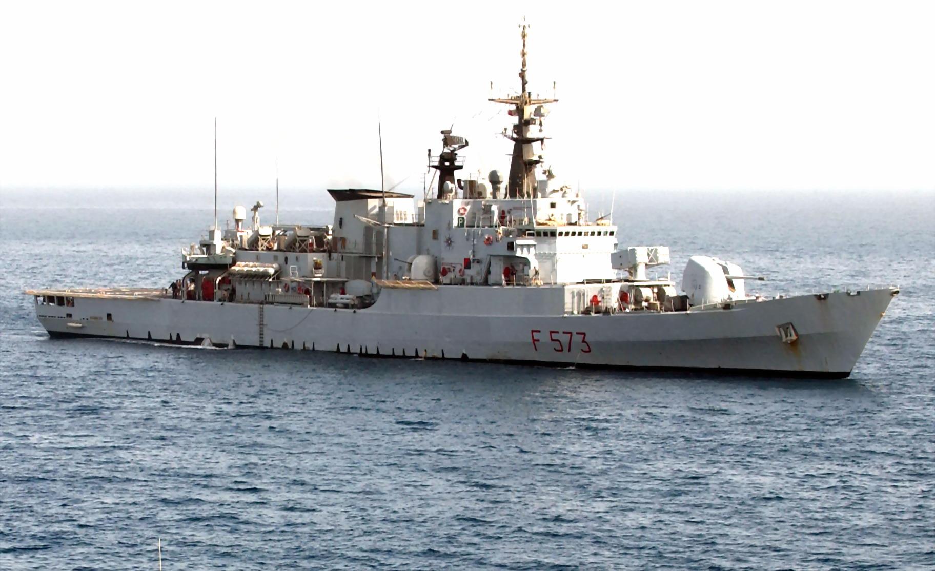 """E' sbarcata a Napoli la """"Scirocco"""" con 323 migranti a bordo"""