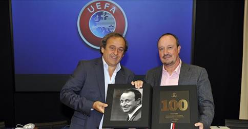 Benitez premiato a Nyon per le cento panchine in Champions League