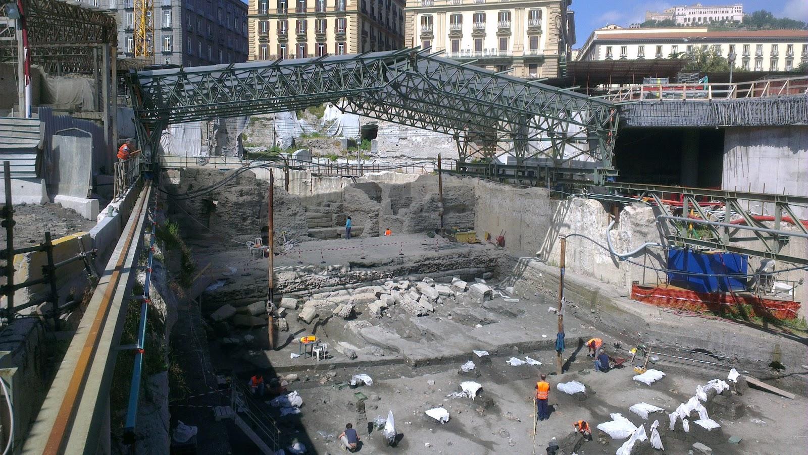 Operaio muore nel cantiere metro di Piazza Municipio