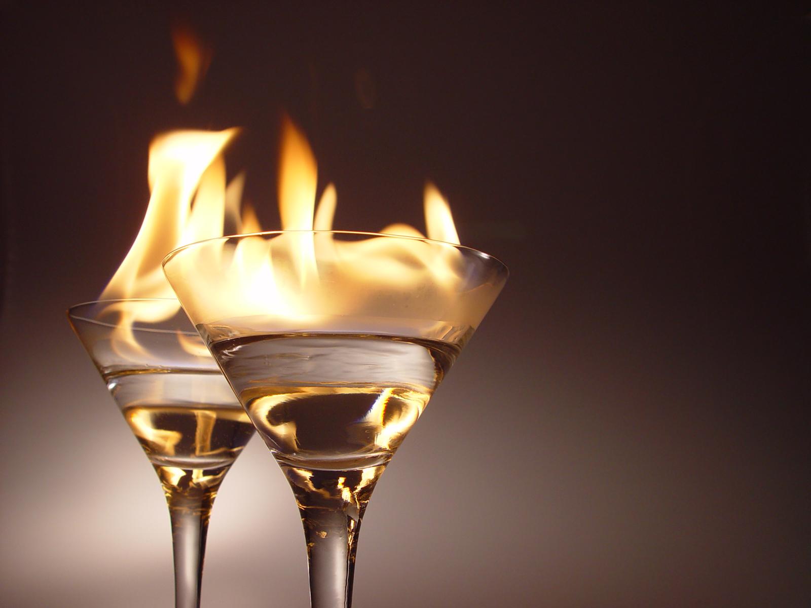 Cocktail flambè finito male: gravi ustioni per due minorenni napoletani