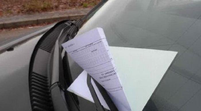"""Multato il multatore. Comandante dei vigili lascia l'auto in sosta vietata e viene """"castigato"""" dai suoi agenti"""