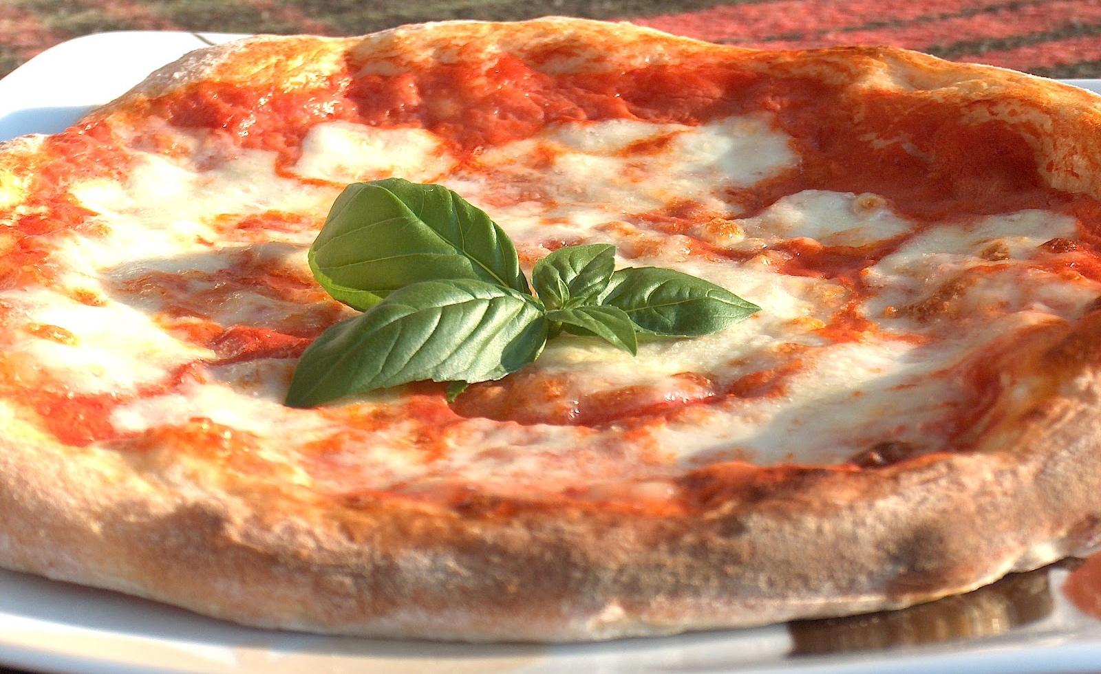 Pizza, patrimonio dell'umanità. Pecoraro Scanio pronto a sbloccare la pratica all'Unesco