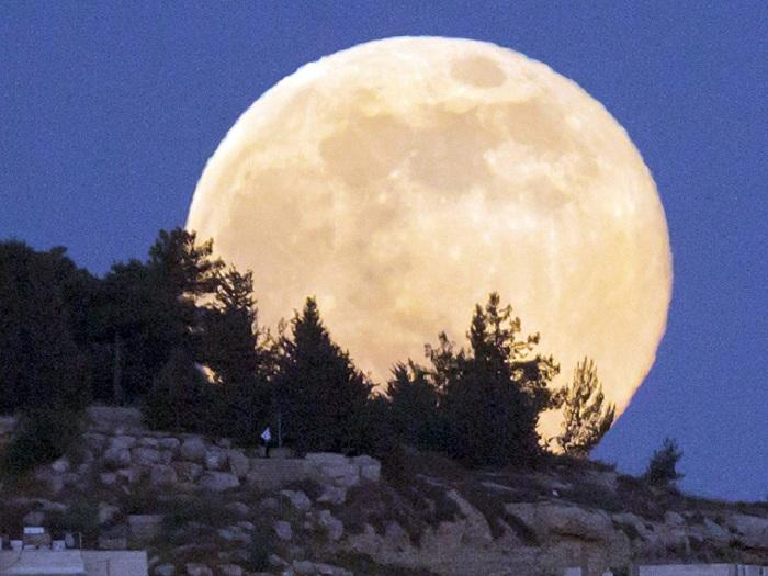 """Guarda che Super Luna. Stasera tutti col naso all'insù...ma attenti agli effetti """"collaterali"""""""
