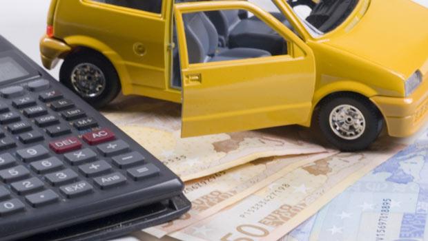 A Napoli sempre più auto senza assicurazione. Ma la colpa non sarà del caro RCA?