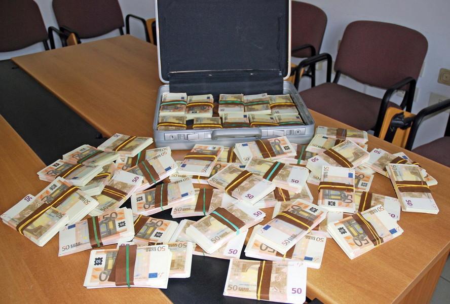 Valuta falsa, maxi sequestro a Marcianise per 17 mln di euro