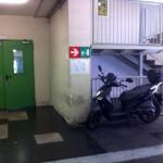 Tribunale o garage? Il Palazzo di Giustizia di Napoli si trasforma in un parcheggio (FOTO)